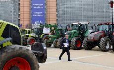 Belçikalı çiftçiler, Brüksel'de Avrupa Birliği'nin tarımve hayvancılık politikaları karşıtı gösteri düzenledi
