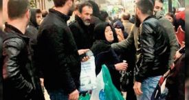Vatandaş sokakta satış yapan kadını zabıtaya vermedi