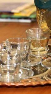 Beyaz çaydan ilk hasatta 87 kilogram ürün alınabildi